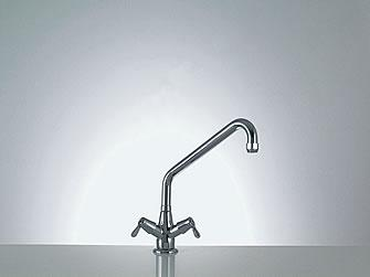Faucets with 3/4 ceramic-disc valves (90°) and chrome-plated handles